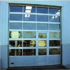 Puertas seccionales para naves, industria, talleres, etc. disponemos de amplia gama de puertas para la industria.