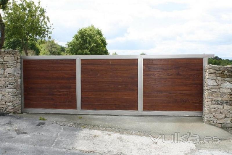 Foto puertas correderas de gran formato portonkit con for Panel sandwich aluminio