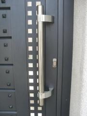 Además de una amplia gama de productos de producción en serie, usted puede diseñar su propia puerta y en nuestra ...