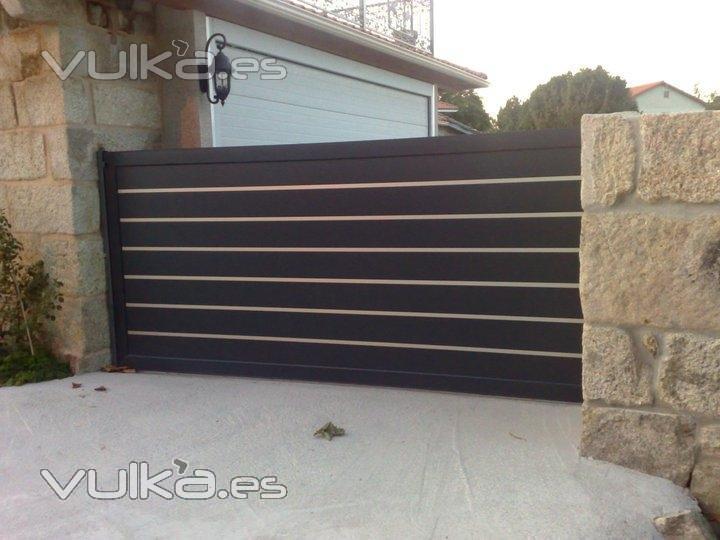 puerta corredera de aluminio fabricada por portonkit y distribuida pos access control andaluca - Puertas Correderas Exteriores