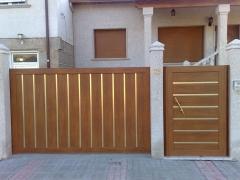 Conjunto Puerta Corredera para veh�culos y Batiente para el paso de Personas. Fabricada por PortonKit y Distribuida ...