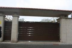 Port�n  corredera de Aluminio de Gran dureza conjuntada con puerta Batiente de paso peatonal. Fabricado por ...
