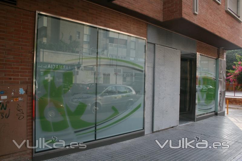 Foto fachada principal cl nica en c miguel de unamuno - Fachadas clinicas dentales ...