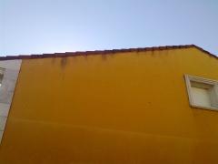 Manchas e la fachada - solucion canalon lateralde hastial