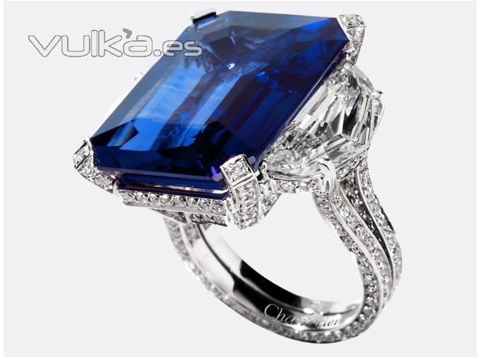 anillo con zafiro y diamantes. Zafiro de 12 ktes.