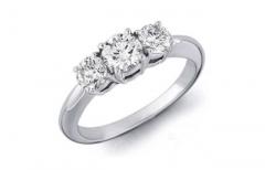 Anillo de compromiso con diamantes modelo tres diamantes