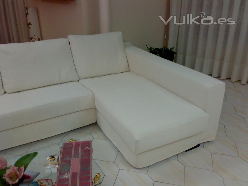 Foto chaise longue con una funda de una chenilla de - Fundas para sofas con chaise longue ...