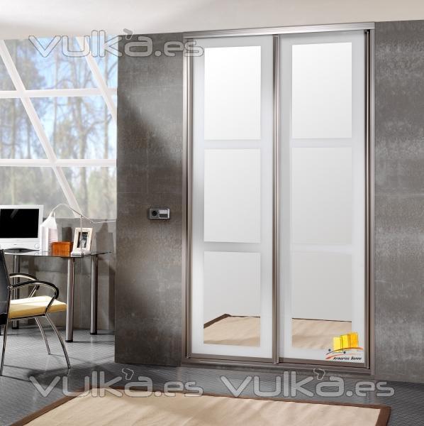 Foto frente de armario con espejo for Armario con espejo