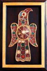 �guila visigoda. recreaci�n de una f�bula aquiliforme del siglo vi. med: 31x51x4 cm.