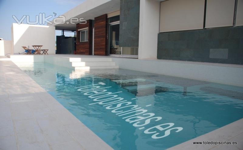 Foto piscina en colores blanco y negro - Piscina gresite blanco ...