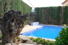 piscina con banco