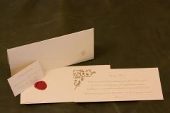 Conjunto tarjeta boda, sobre, lacre, agradecimiento y cuenta corriente.papel especial destellos oro y tinta oro