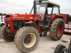 Tractor ursus destinado a su desguace y posterior venta como recambios