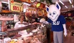 El billiken, nuestra mascota particular, en el mercado