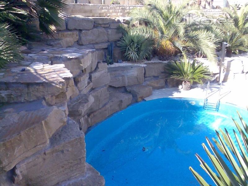 Foto decoraci n de jardines y construccion piscinas - Decoracion de piscinas ...