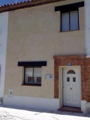 Reforma fachada (despues) monocapa rustico llaneado malla metalica en toda la fachada