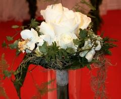 Ramo de novia rosas blancas mayula flores