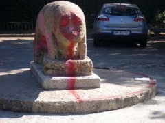 En esta toma se aprecian las pintadas en la zona de la cabeza del Verraco - siglo I aC - Se realiz� la ...