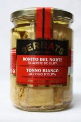 Lomos de bonito del norte, cuidadosamente seleccionados y ba�ados con cobertura de aceite de oliva, presentados en ...