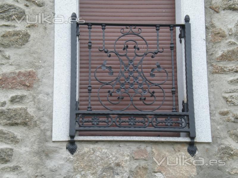 """Balcón de forja """"antiguo"""" diseño y fabricación propia."""