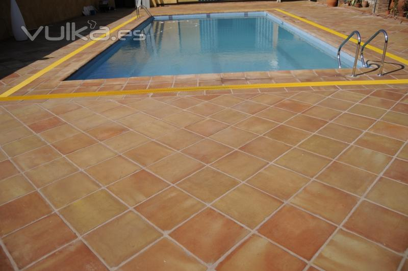 Foto baldosa coronaci n o remate piscina manual baldosas manuales - Coronacion de piscinas ...