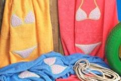 Toalla playa femenina, creart osona. un regalo original, una pieza artesanal y un complemento textil