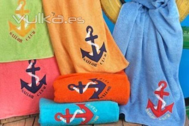 Toalla de playa Ancla, Creart Osona. Un regalo original, una pieza artesanal y un complemento textil