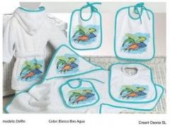 Baberos y albornoces estampados. Un regalo original, una pieza artesanal y un complemento textil tot