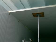 Montaje camara con panel industrial  , poliuretano m2 de 43 kg/m3. con elevadores.