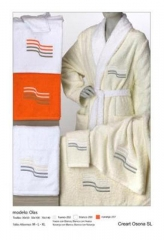 Albornoces y toallas bordados, Creart Osona. Un regalo original, una pieza artesanal y un complement