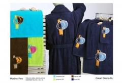 Toallas bordadas con apliques. Un regalo original, una pieza artesanal y un complemento textil total