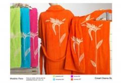 Albornoces y toallas de colores. Un regalo original, una pieza artesanal y un complemento textil tot