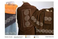 Albornoces bordados en cordela. Un regalo original, una pieza artesanal y un complemento textil tota