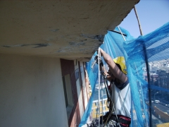 Desprendimientos en pretiles y saneado de los parámetros a 60 mtos altura.