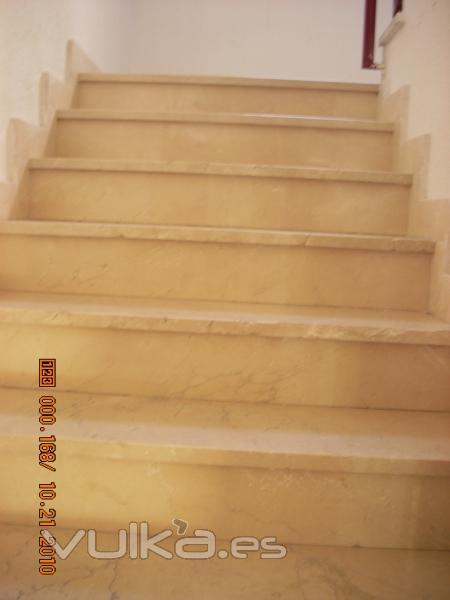 Limpieza y abrillantado de escaleras.