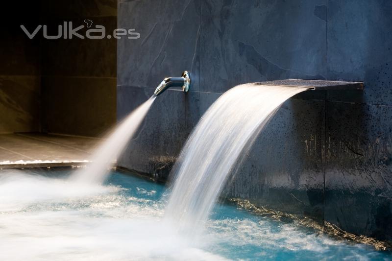 Baño De Vapor Gimnasio: de presión, termas de contraste, sauna, baño de vapor, fuente de