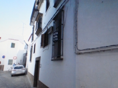 Situada en la calle sancho iba�ez n� 25 entlo a-b, junto a plaza del palenque,carmona (sevilla)