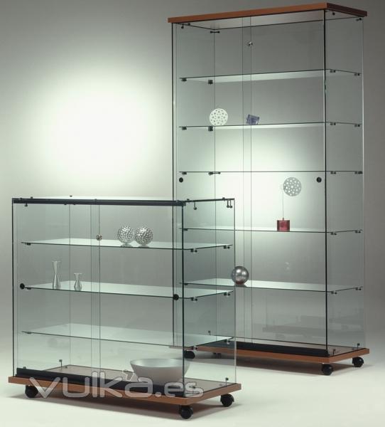 Foto vitrinas de vidrio con base y techo en laminado for Puertas con vidrio y madera