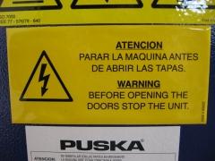 Cartel de riesgo eléctrico compresor puska.
