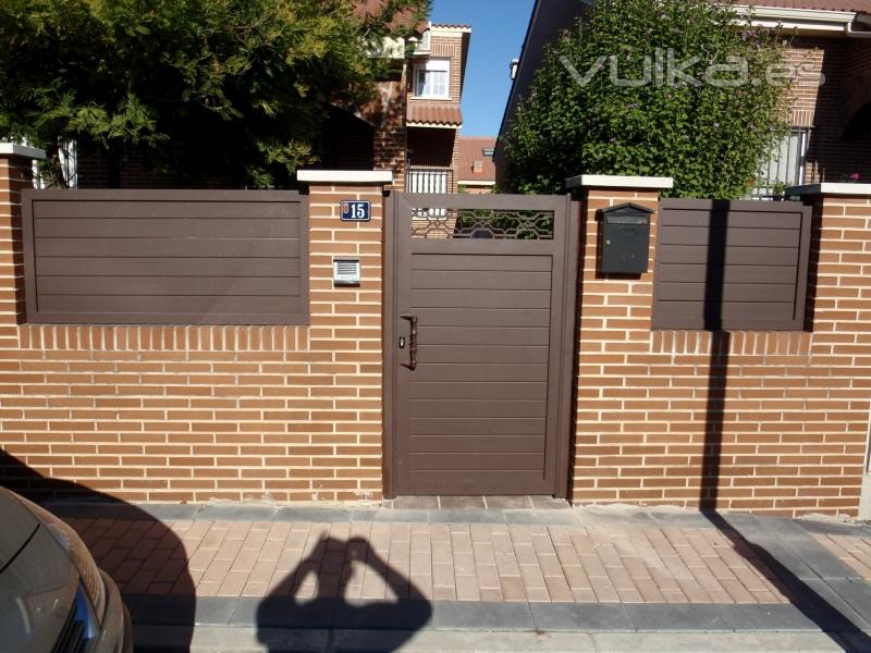 Aluminios polo madrid torres de la alameda c alberca 32 for Puertas de jardin de aluminio