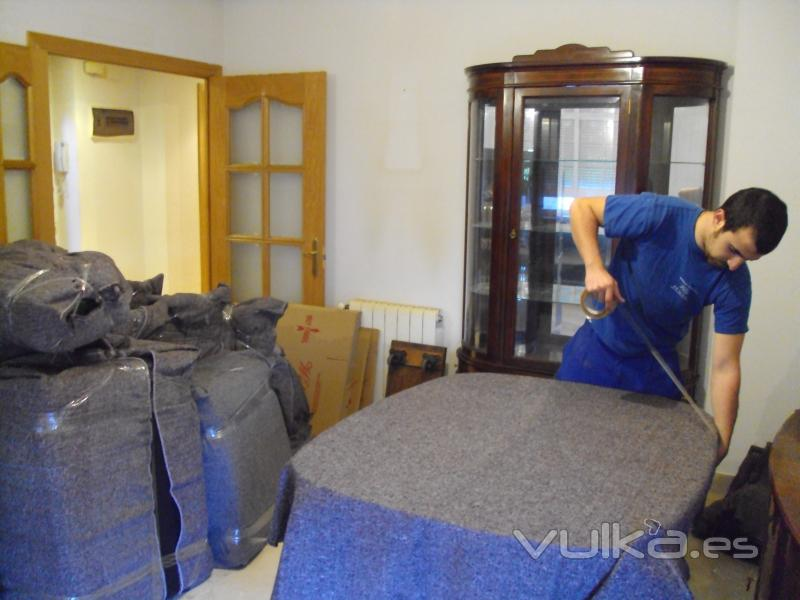 Foto embalaje de muebles realizado con esmero por for Transporte muebles madrid