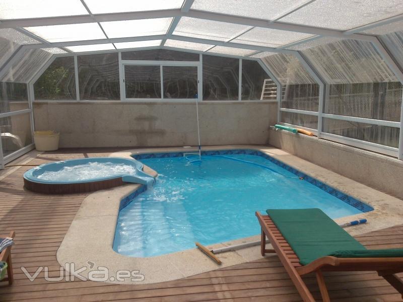 Foto piscina modelo londres con jacuzzi for Modelos piscinas prefabricadas
