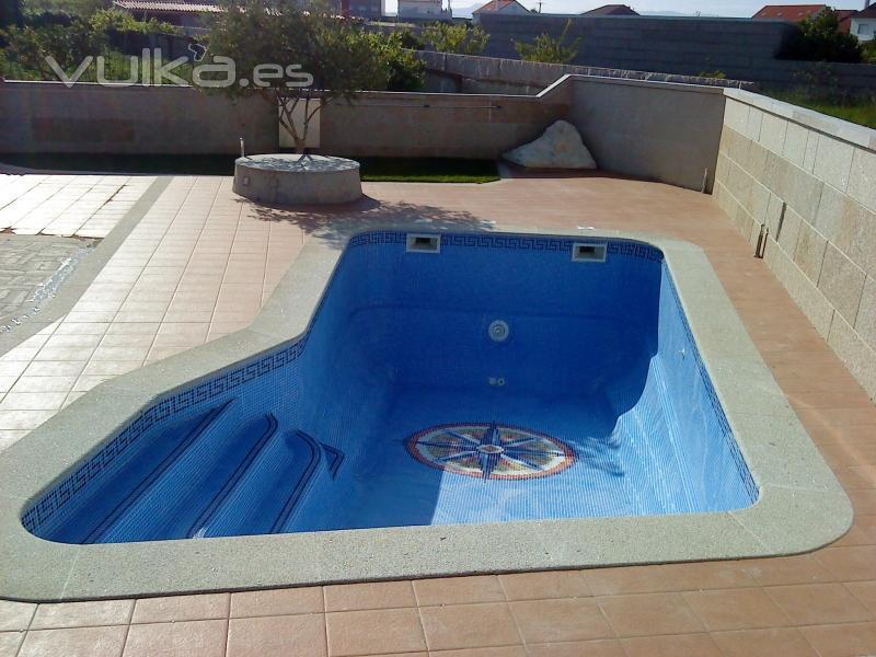 Foto piscina modelo viena recubierta con gresite y dibujo for Modelos gresite piscinas