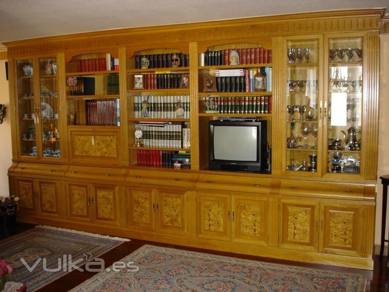 Foto Mueble de estilo, en roble con plafones en raiz