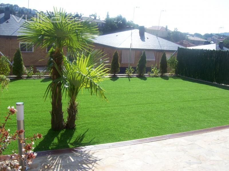 Mundo jardin de la sierra for Jardines cesped y piedras