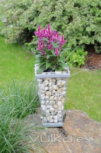Foto jardinera natural sostenible respetuosa medio ambiente for Jardineras de piedra natural