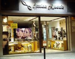 Nuestra �ptica situada en pleno centro comercial de girona, calle bisbe lorenzana, 33.