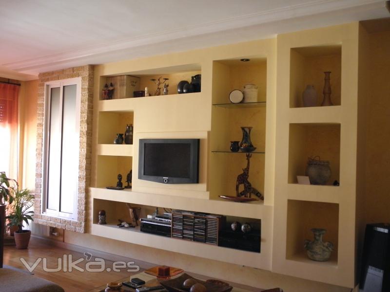 Foto mueble para sal n elevado del suelo en pladur - Muebles de obra para salon ...