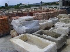 Pilas de piedra antiguas