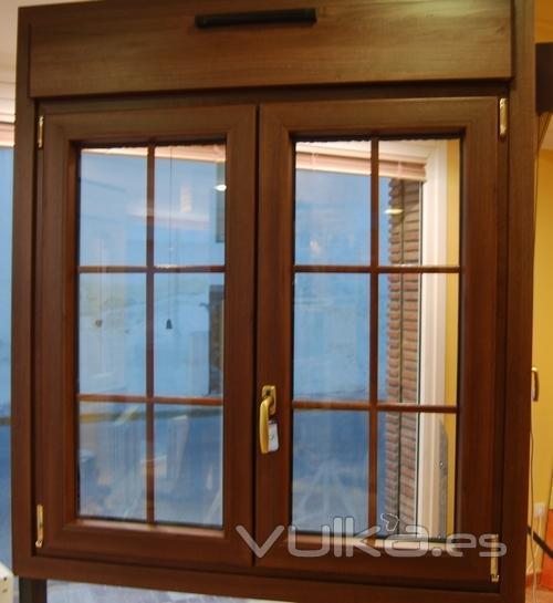 Foto termoglass nogal for Colores ventanas aluminio imitacion madera